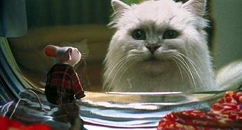 Stuart meets up with Snowbell, voiced by Nathan Lane
